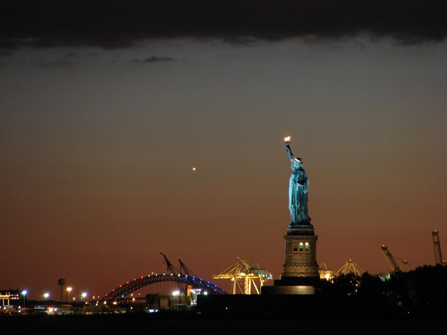 lighting the people of new york the statue of liberty How to take great photos of new york  most of us big-city new yorkers are just like people  vista of new york harbor with the statue of liberty,.